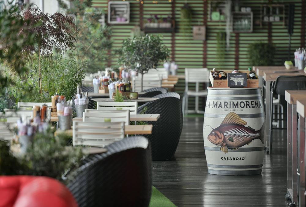 Rooftop Grill Restaurant Bar Auf Einer Sonnigen Terrasse Mit